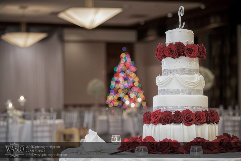 Chicago-winter-wedding-Itasca-country-club-cake_89-931x621 Chicago Winter Wedding - Elizabeth + Paul