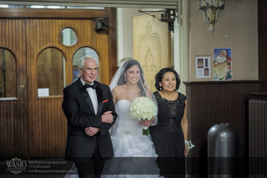 Chicago-winter-wedding-ceremony-bride-parents-veil-church_05-931x621 Chicago Winter Wedding - Elizabeth + Paul