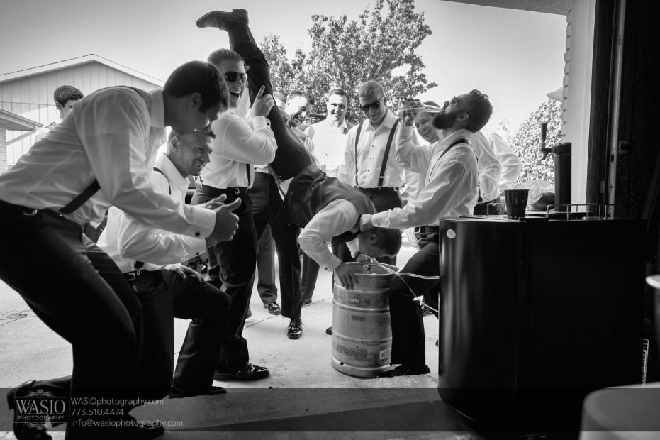 Country-club-wedding-fun-groom-groomsmen-beer-keg-0067-931x620 The Country Club Wedding - Nicole + Dean