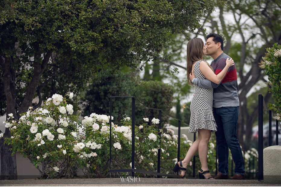 Del-Mar-Engagement-Photography-downtown-white-roses-passionate-kiss-28 Del Mar Engagement - Yu and Mariana