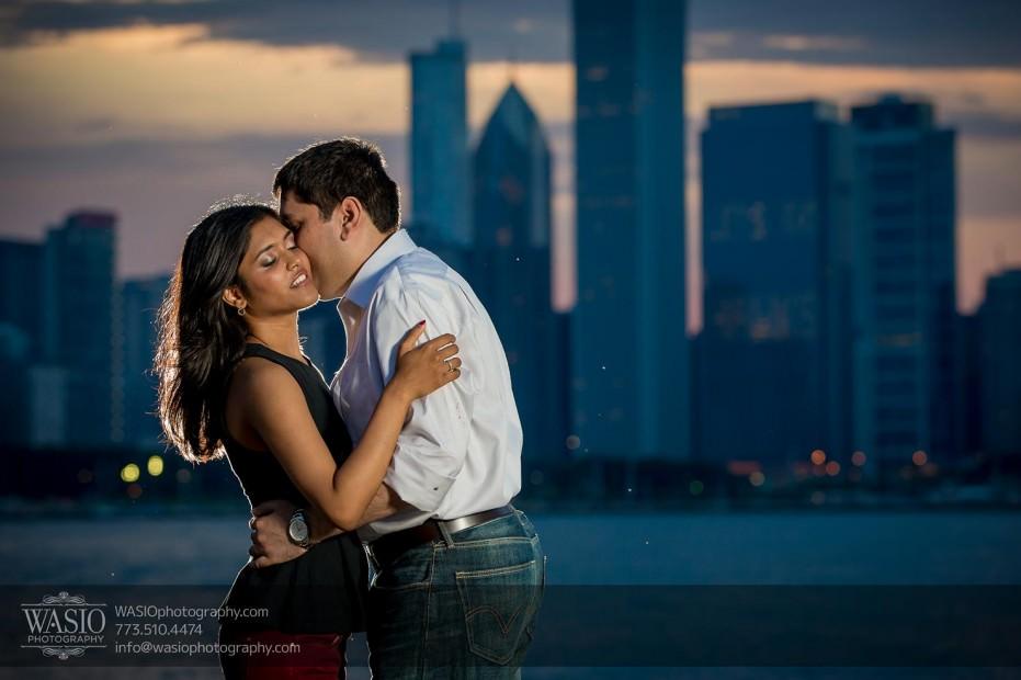 Destination-Chicago-Wedding-Engagement-Photos-WASIO-photography-0115-skyline-romantic-portrait-sunset-931x620 A Chicago Engagement Session with Shreya+Monil