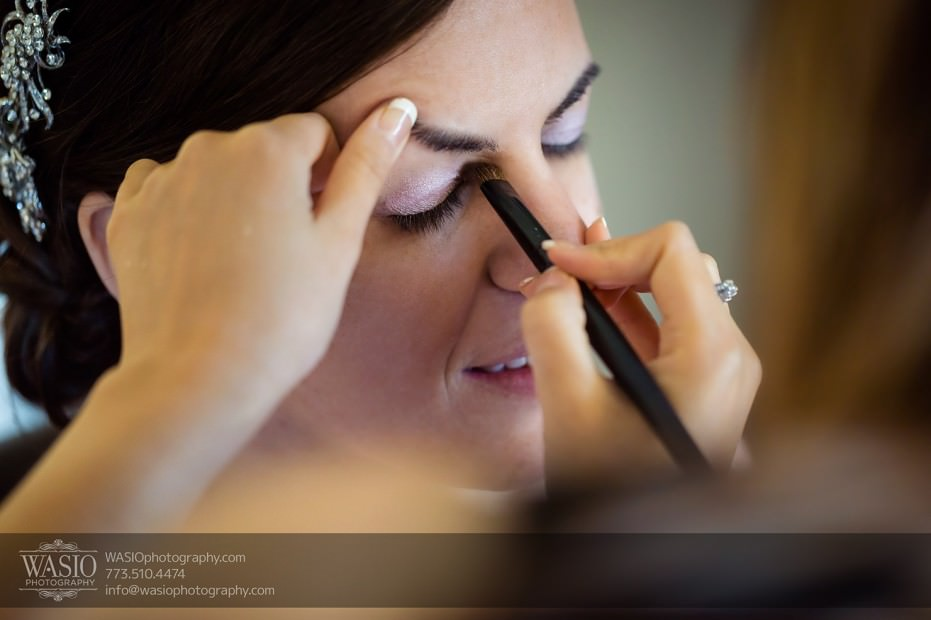 Destination-Chicago-Wedding-Photographer-WASIO-photography-0026-bride-make-up-931x620 University of Chicago wedding at Smart Museum of Art - Lynn+Satya