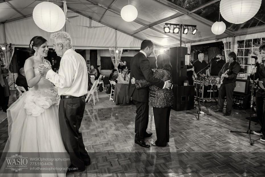 Destination-Chicago-Wedding-Photographer-WASIO-photography-0046-reception-dances-smart-museum-931x620 University of Chicago wedding at Smart Museum of Art - Lynn+Satya