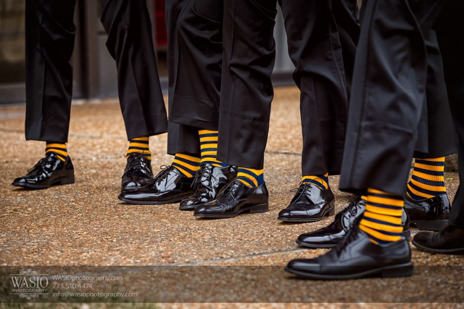 Destination-Chicago-Wedding-Photographer-WASIO-photography-0060-fun-groomsmen-socks-931x620 A Beautiful Wedding at Victoria in the Park - Soy+Patrick