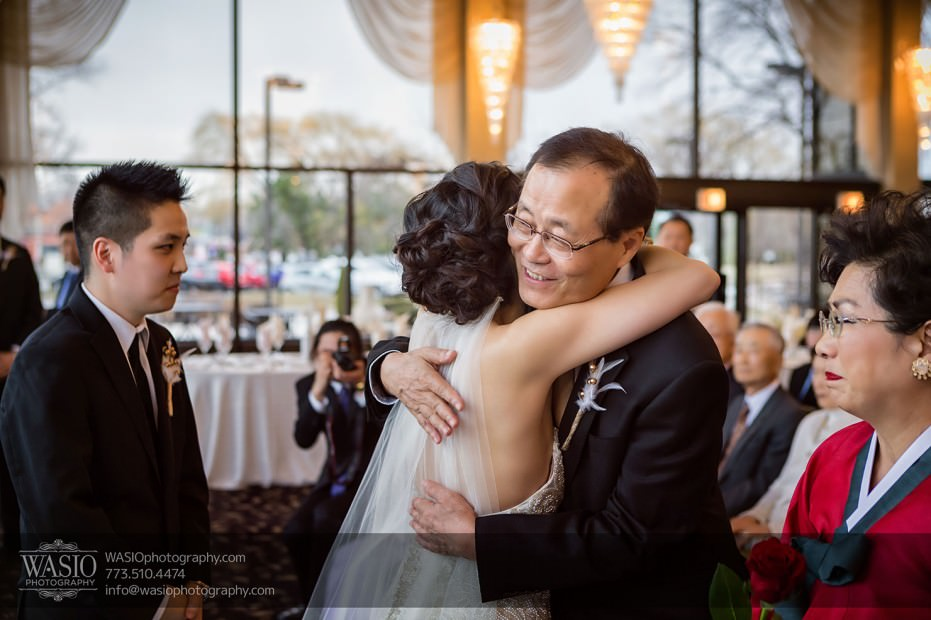 Destination-Chicago-Wedding-Photographer-WASIO-photography-0073-photojournalistic-father-emotional-931x620 A Beautiful Wedding at Victoria in the Park - Soy+Patrick