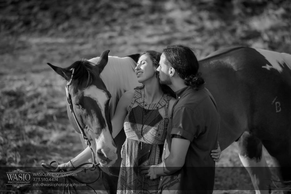 Horse-barn-engagement-black-and-white-102-931x620 A horse barn engagement - Sarah + Jorge