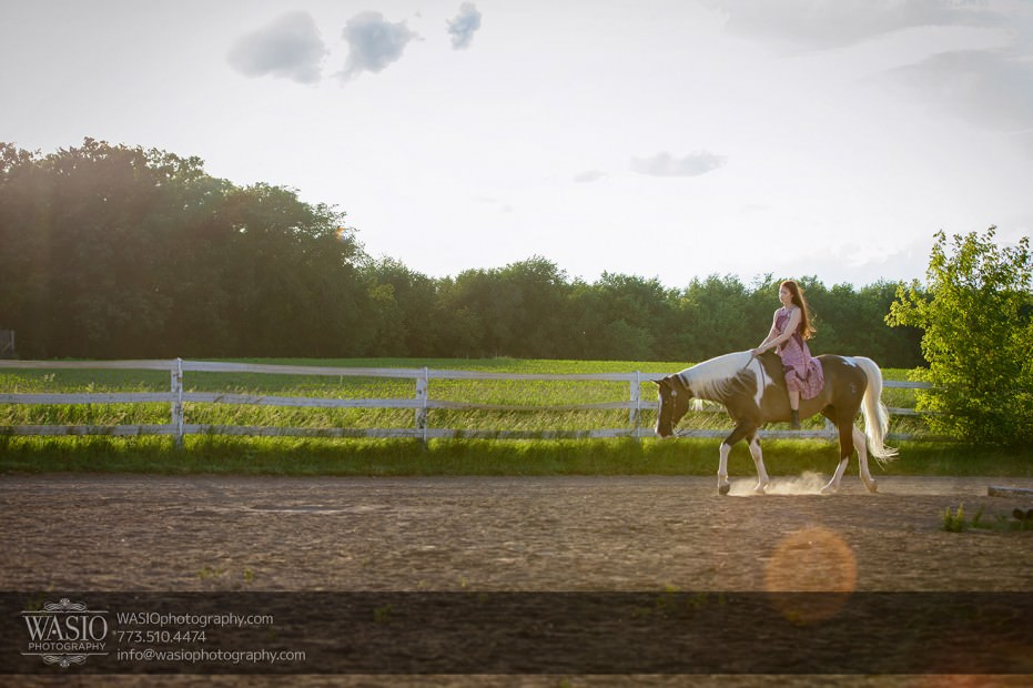 Horse-barn-engagement-country-side-illinois-100-931x620 A horse barn engagement - Sarah + Jorge