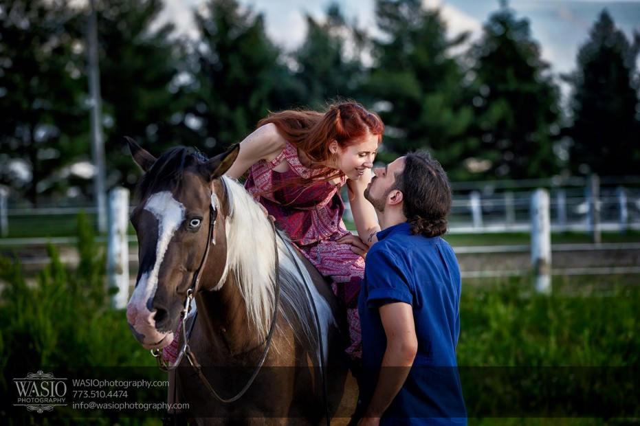 Horse-barn-engagement-flirt-smile-love-happy-101-931x620 A horse barn engagement - Sarah + Jorge
