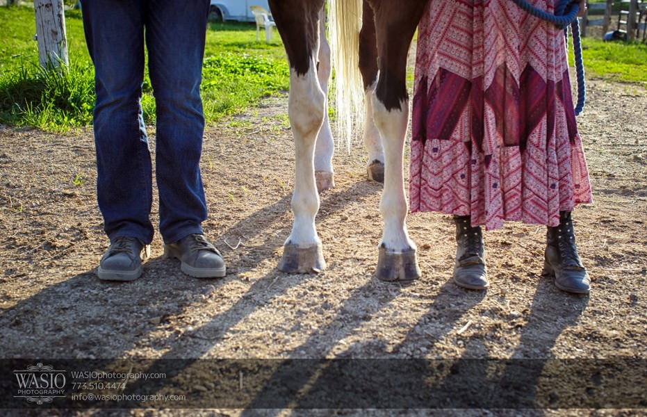 Horse-barn-engagement-shoes-feet-095-931x600 A horse barn engagement - Sarah + Jorge