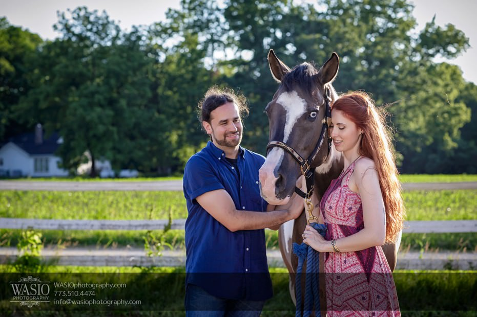 Horse-barn-engagement-smile-passionate-happy-096-931x620 A horse barn engagement - Sarah + Jorge
