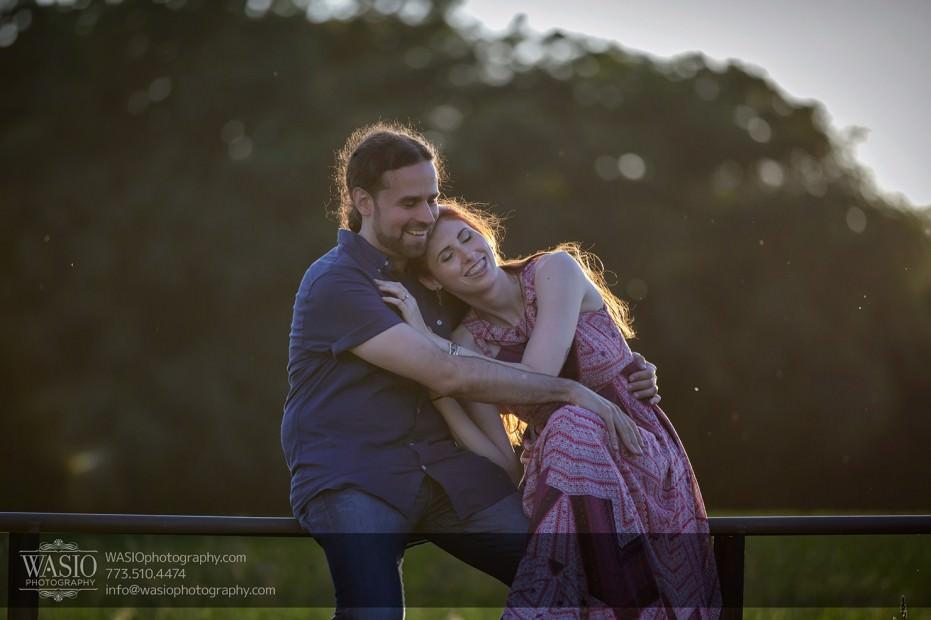 Horse-barn-engagement-sunset-hug-cuddle-104-931x620 A horse barn engagement - Sarah + Jorge