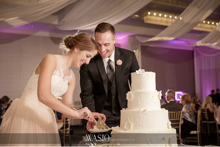 Hotel-Arista-Naperville-Wedding-bride-groom-first-cake-cutting-24 Hotel Arista Naperville Wedding - Alina and Mike