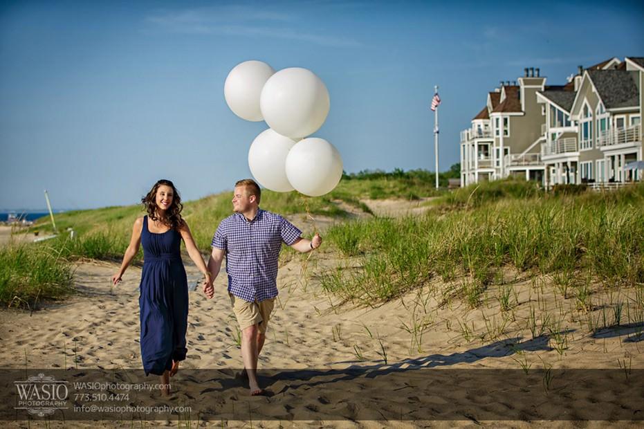 Lake-Michigan-Engagement-walk-by-beach-white-balloons-running-071-931x620 Lake Michigan Engagement - Carrie + John