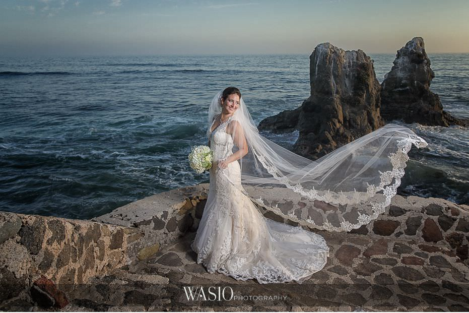 Las-Rocas-Resort-Rosarito-Wedding-bride-portrait-flowing-veil-47 Las Rocas Resort Rosarito Wedding - Meaghan and Eric