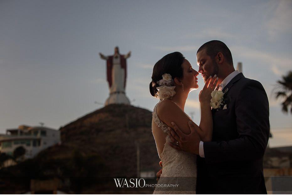 Las-Rocas-Resort-Rosarito-Wedding-jesus-fun-portrait-kiss-50 Las Rocas Resort Rosarito Wedding - Meaghan and Eric