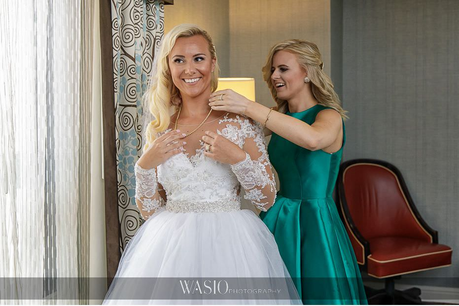 Lavish-wedding-by-Yanni-Design-bride-getting-ready-diamond-necklace-ivy-rose-chicago-jeweler-11 Lavish Wedding by Yanni Design - Maggie & Jerry