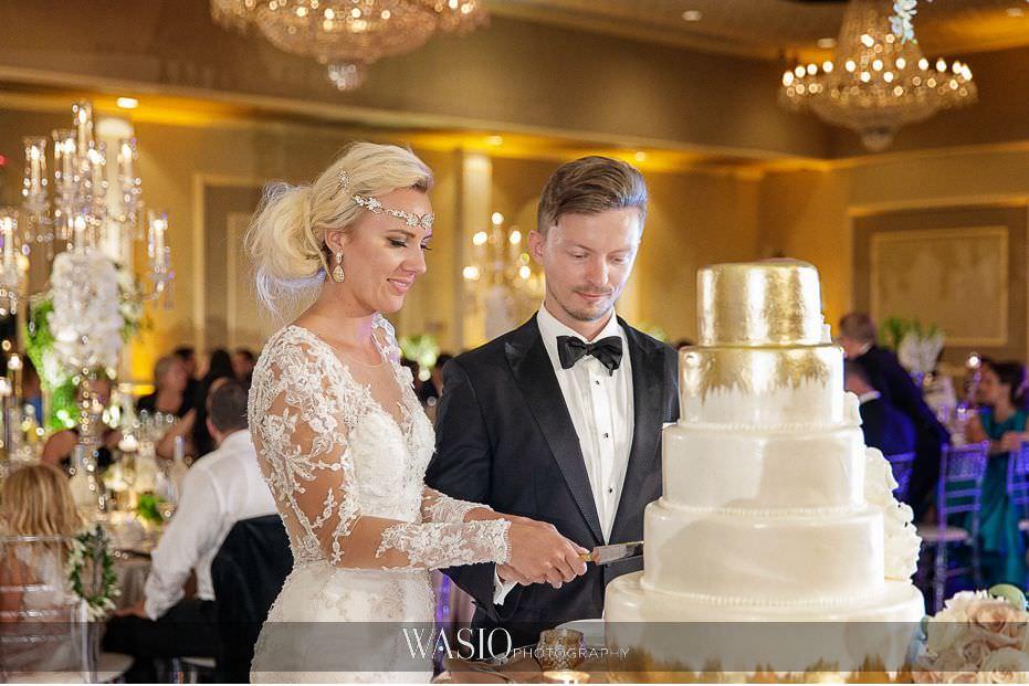 Lavish-wedding-by-Yanni-Design-cake-cutting-custom-cake-gold-decor-bride-groom-elegant-00 Lavish Wedding by Yanni Design - Maggie & Jerry
