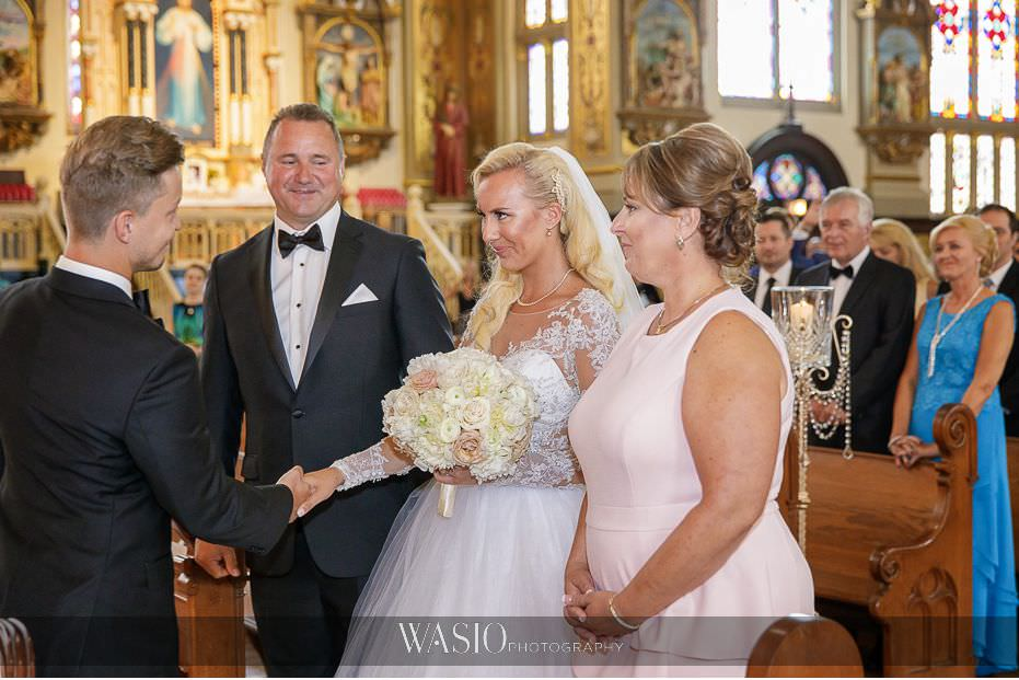 Lavish-wedding-by-Yanni-Design-holy-trinity-bride-groom-first-look-down-the-aisle-romantic-24 Lavish Wedding by Yanni Design - Maggie & Jerry