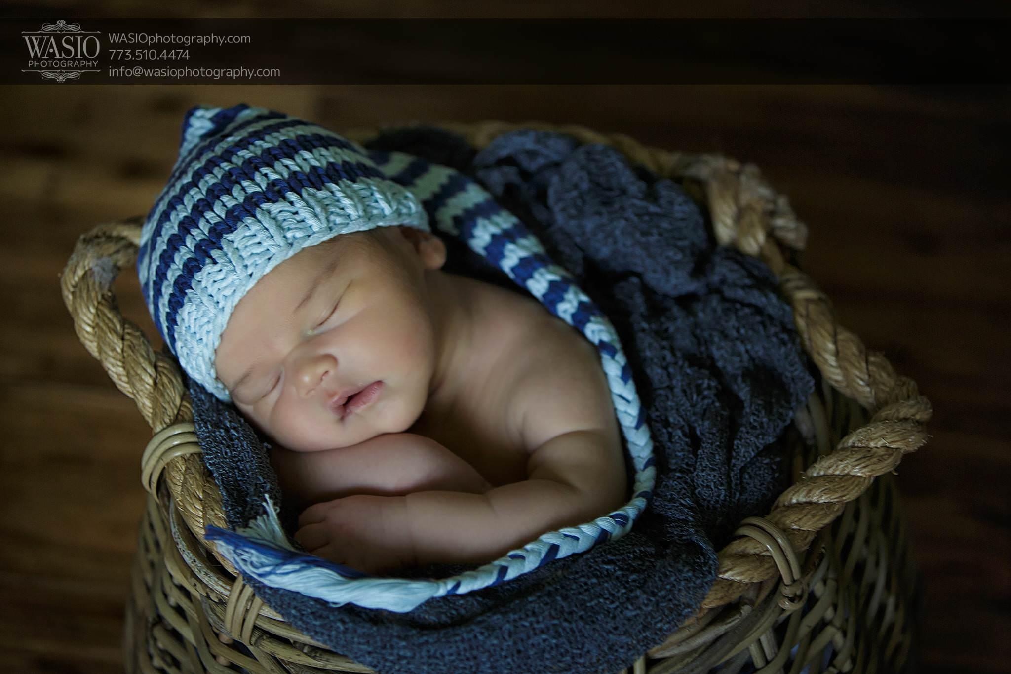 Log-NB-15_Q7A5434-Edit Chicago Newborn Photography - Logan