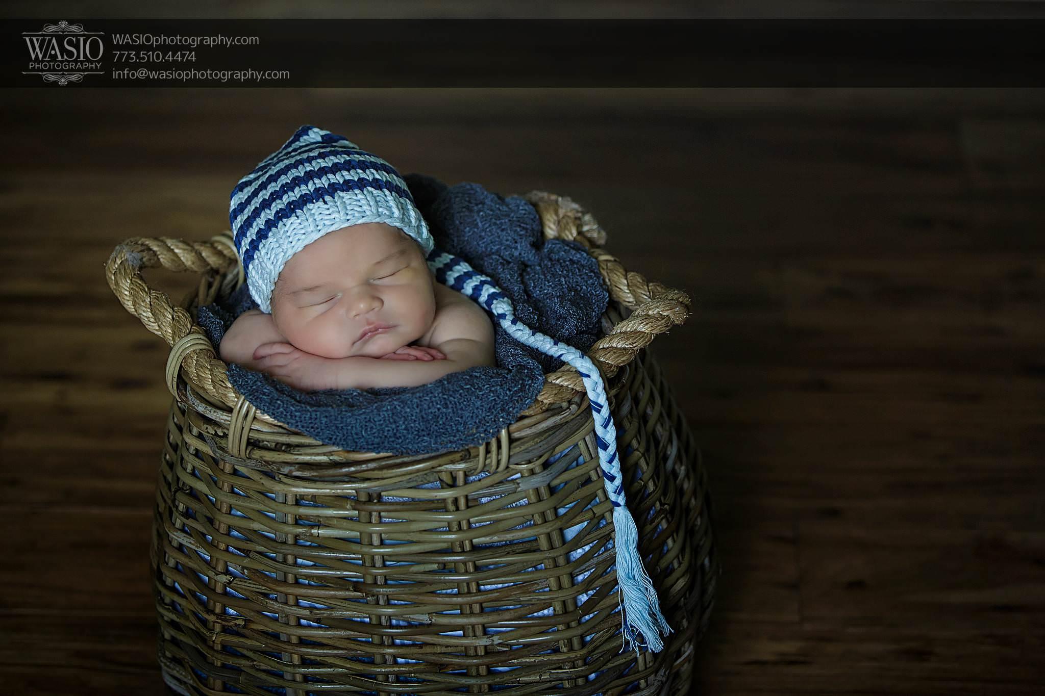 Log-NB-15_Q7A5440-Edit Chicago Newborn Photography - Logan