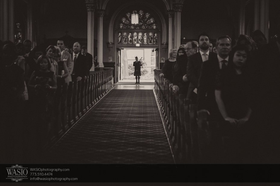 Montgomery-club-chicago-wedding-bagpipper-church-irish-tradition-012-931x620 Montgomery Club Chicago Wedding - Lauren + Teddy