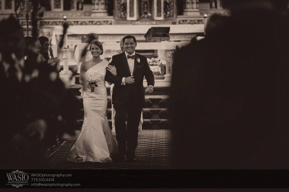 Montgomery-club-chicago-wedding-bride-groom-just-married-bagpipper-014-931x620 Montgomery Club Chicago Wedding - Lauren + Teddy