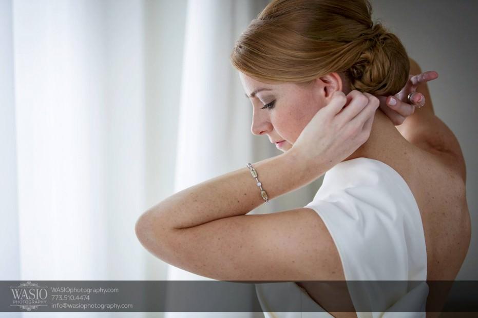 Montgomery-club-chicago-wedding-bride-preparation-hair-white-dress-hotel-006-931x620 Montgomery Club Chicago Wedding - Lauren + Teddy