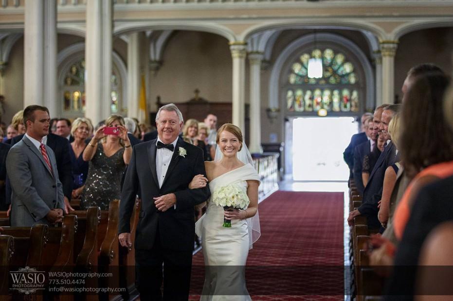 Montgomery-club-chicago-wedding-ceremony-father-bride-aisle-first-look-009-931x620 Montgomery Club Chicago Wedding - Lauren + Teddy