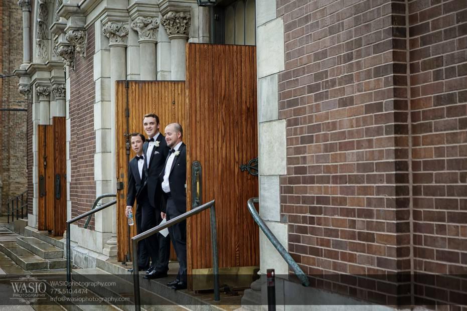 Montgomery-club-chicago-wedding-church-st.-michael-old-town-groomsmen-rain-007-931x620 Montgomery Club Chicago Wedding - Lauren + Teddy