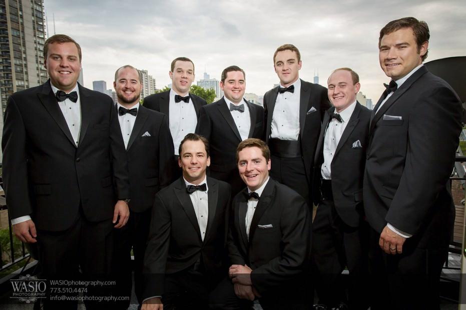 Montgomery-club-chicago-wedding-groom-groomsmen-preparation-old-town-skyline-balcony-004-931x620 Montgomery Club Chicago Wedding - Lauren + Teddy