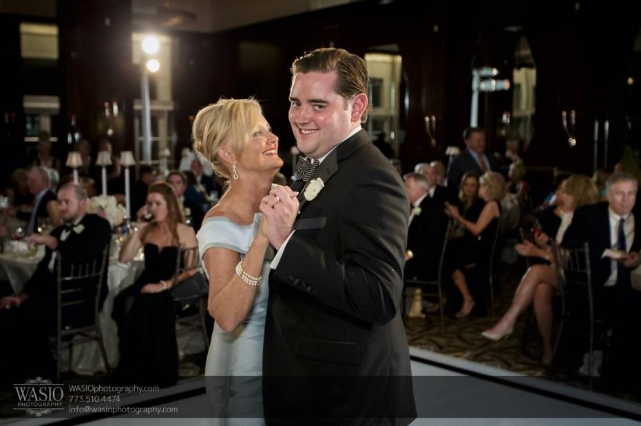 Montgomery-club-chicago-wedding-mother-son-dance-cute-035-931x620 Montgomery Club Chicago Wedding - Lauren + Teddy