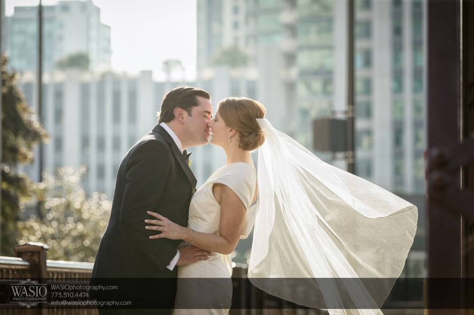 Montgomery-club-chicago-wedding-windy-city-veil-sun-kiss-016-931x620 Montgomery Club Chicago Wedding - Lauren + Teddy