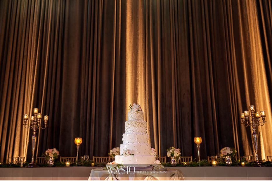 Museum-of-broadcast-communications-wedding-iconic-big-Italian-wedding-cake-56 Museum of Broadcast Communications Wedding - Alyssa & Salvatore