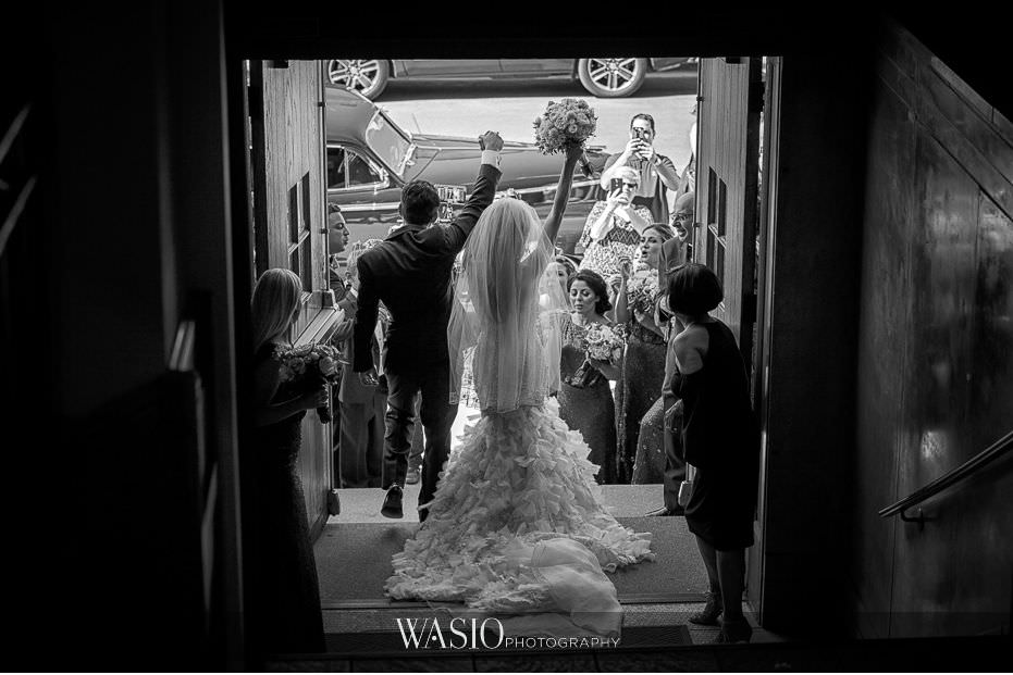 Museum-of-broadcast-communications-wedding-nativity-of-our-lord-black-white-photo-journalism-picture-moment-happy-bride-groom-bubbles-43 Museum of Broadcast Communications Wedding - Alyssa & Salvatore