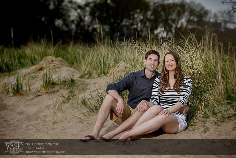 Rogers-Park-Engagement-cozy-beach-session-nature-tall-grass-023-931x621 Rogers Park Engagement - Lauren + Jeff