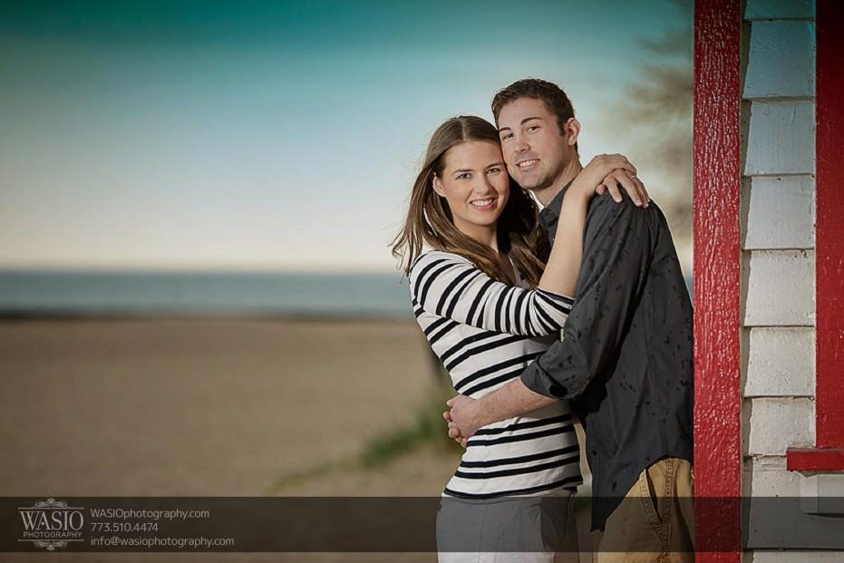 Rogers-Park-Engagement-happy-hugging-couple-photography-Loyola-beach-sand-horizon-026-931x621 Rogers Park Engagement - Lauren + Jeff