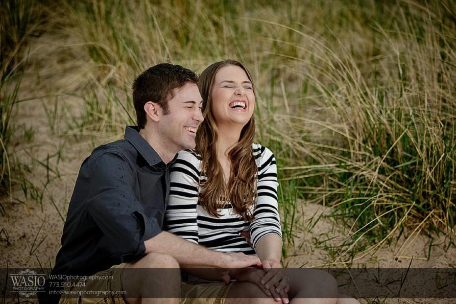 Rogers-Park-Engagement-photo-laughing-fun-holding-hands-intimate-romantic-025-931x621 Rogers Park Engagement - Lauren + Jeff