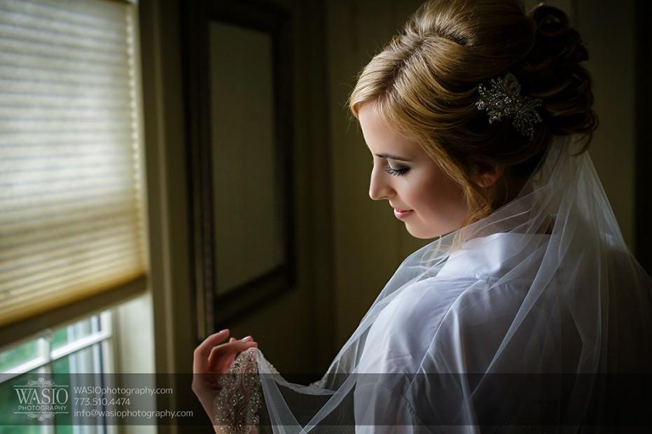 Rolling-Green-Country-Club-Wedding-014-bride-gettig-ready-beautiful-photo-931x620 Rolling Green Country Club Wedding - Lauren & Nick