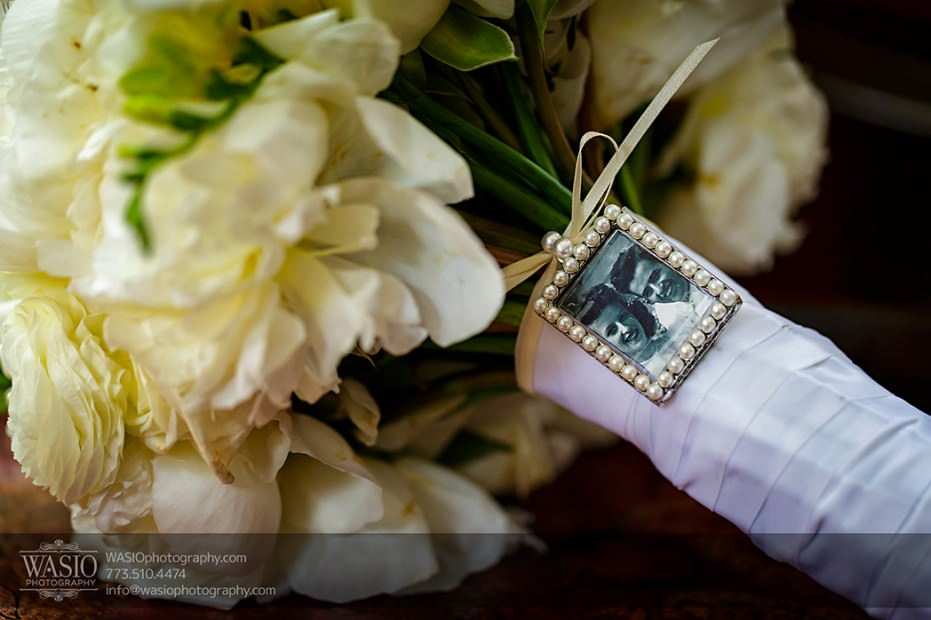 Rolling-Green-Country-Club-Wedding-015-Bouquet-cream-roses-931x620 Rolling Green Country Club Wedding - Lauren & Nick