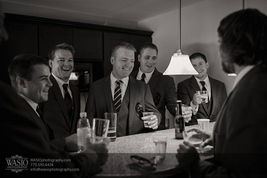 Rolling-Green-Country-Club-Wedding-022-groomsmen-drinks-931x620 Rolling Green Country Club Wedding - Lauren & Nick
