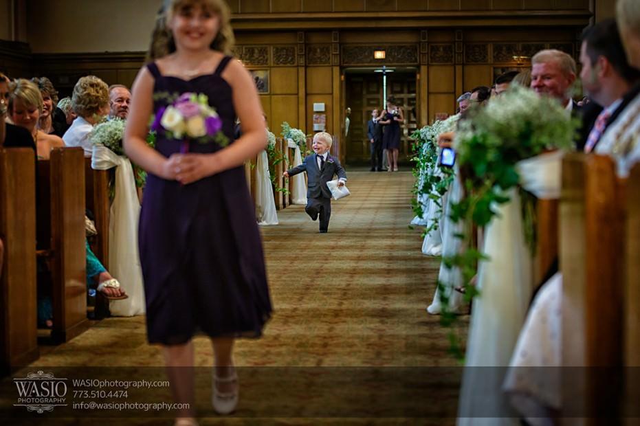 Rolling-Green-Country-Club-Wedding-023-ring-bearer-running-931x620 Rolling Green Country Club Wedding - Lauren & Nick