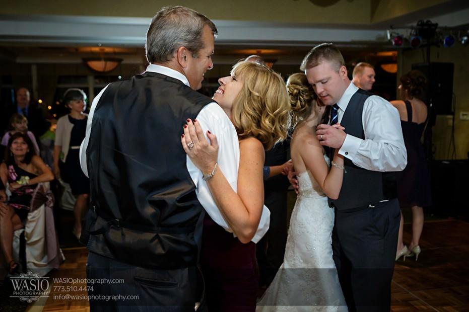 Rolling-Green-Country-Club-Wedding-061-parents-bride-groom-dance-931x620 Rolling Green Country Club Wedding - Lauren & Nick