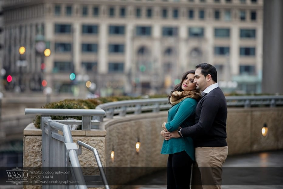 Snowy-Chicago-Engagement-Session-classic-love-downtown-caress-hug-10-931x621 Snowy Chicago Engagement Session - Fatima + Asad