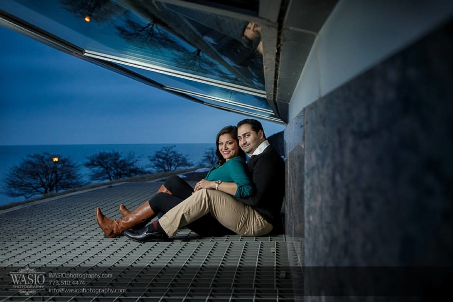 Snowy-Chicago-Engagement-Session-creative-perspective-Planetarium-sunset-warm-sitting-fun-17-931x621 Snowy Chicago Engagement Session - Fatima + Asad