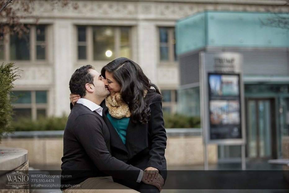 Snowy-Chicago-Engagement-Session-in-the-moment-kiss-passionate-just-two-of-them-downtown-8-931x621 Snowy Chicago Engagement Session - Fatima + Asad