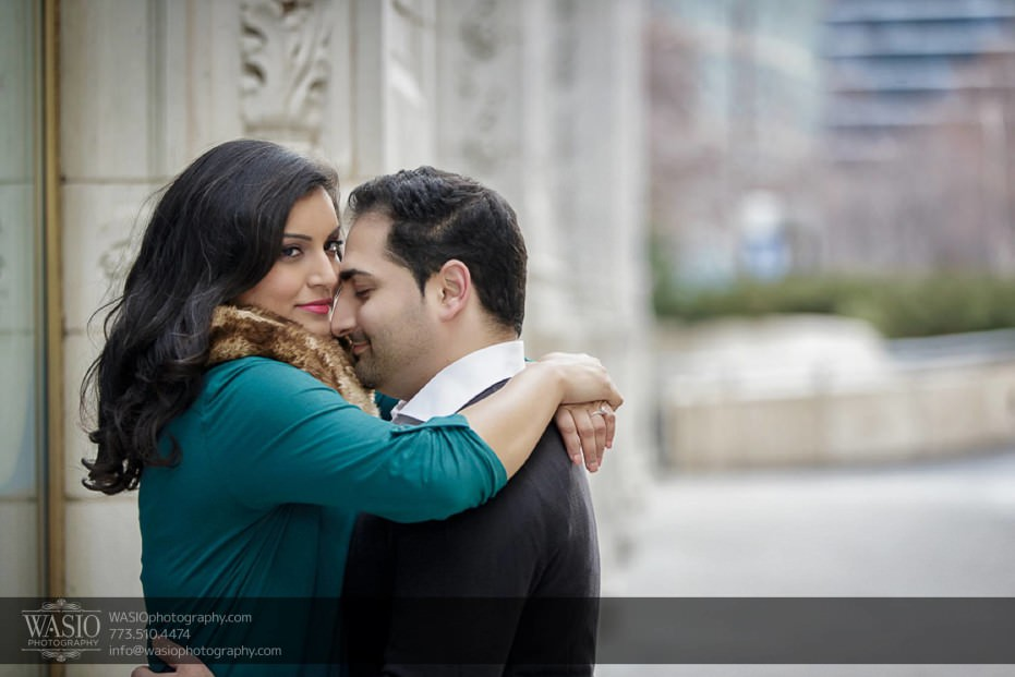Snowy-Chicago-Engagement-Session-in-the-moment-star-gaze-romance-lovely-destination-engagement-downtown-5-931x621 Snowy Chicago Engagement Session - Fatima + Asad