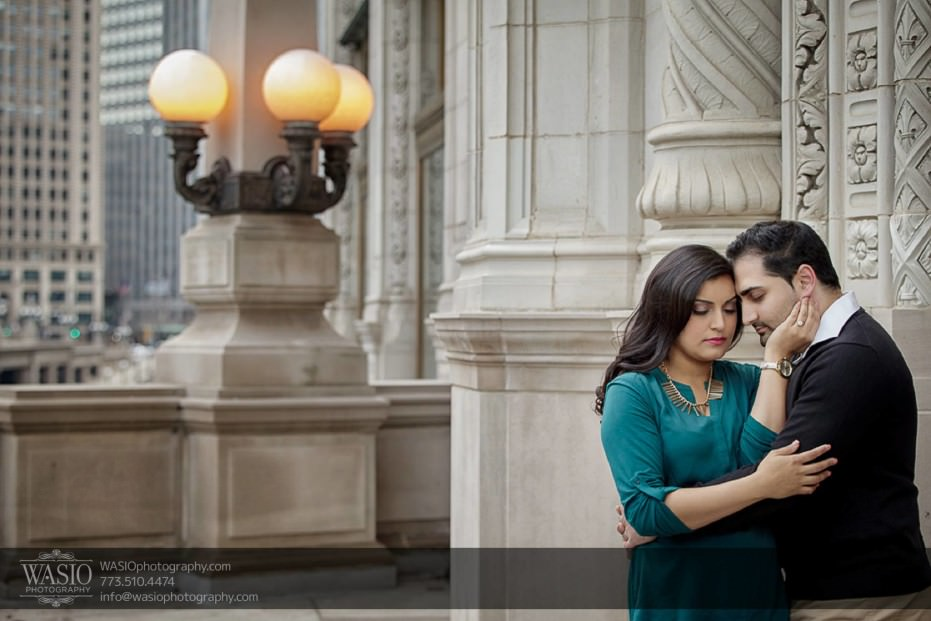 Snowy-Chicago-Engagement-Session-intimate-downton-architecture-romance-bliss-cute-passion-engaged-3-931x621 Snowy Chicago Engagement Session - Fatima + Asad