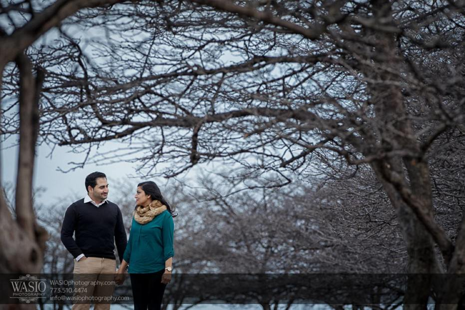 Snowy-Chicago-Engagement-Session-lake-michigan-winter-outdoor-dramatic-trees-hand-holding-windy-perfect-hair-12-931x621 Snowy Chicago Engagement Session - Fatima + Asad