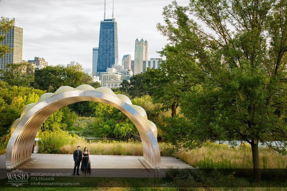 WASIO-photography-Lincoln-Park-Engagement-Photos-creative-unique-skyline-hancock-landscape-chicago-park-nature-008-931x620 Lincoln Park Engagement Photos - Patricia + Jonas
