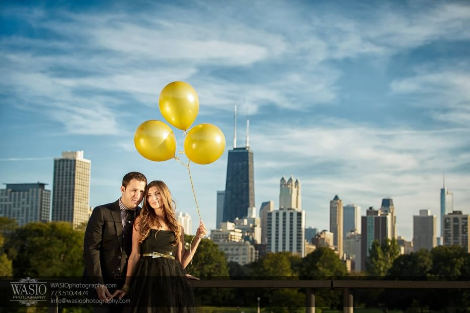 WASIO-photography-Lincoln-Park-Engagement-Photos-skyline-hancock-balloons-hug-intimate-006-931x620 Lincoln Park Engagement Photos - Patricia + Jonas
